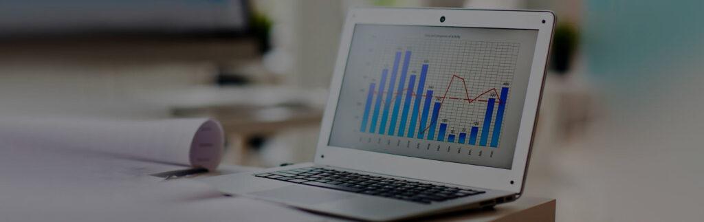 экономический график на ноутбуке